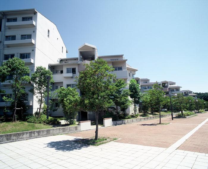 物件番号: 1025863535 ☆アクティ学園西町747号棟(UR)  神戸市西区学園西町7丁目 4LDK マンション 外観画像