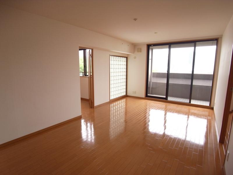 物件番号: 1025871032 リーガル神戸中山手通り  神戸市中央区中山手通2丁目 2LDK マンション 画像2
