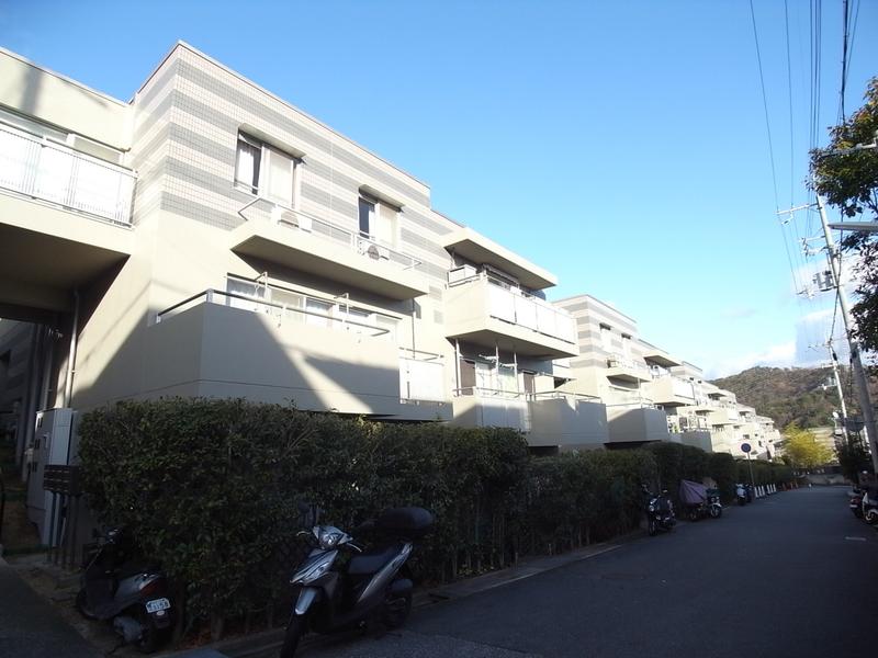物件番号: 1025874021 神戸ヒルズⅣ  神戸市北区中里町2丁目 3LDK マンション 外観画像