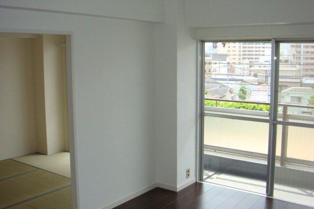 物件番号: 1025875659 金物ビル  神戸市中央区下山手通8丁目 3DK マンション 画像3